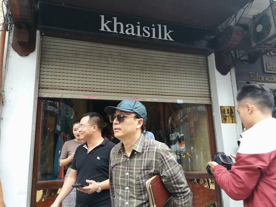 Kiểm tra đột xuất cửa hàng Khaisilk: Có dấu hiệu gian lận thương mại - Ảnh 2.