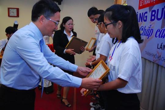 Á hậu Thùy Dung: Sinh viên khó khăn đến được giảng đường là kỳ tích - Ảnh 1.