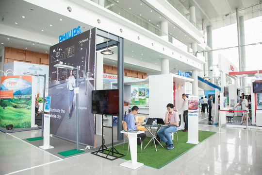 Philips giới thiệu CityTouch và chung tay xây dựng thành phố thông minh Bình Dương - Ảnh 1.