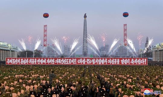 Quan chức Mỹ: Tên lửa mạnh nhất của Triều Tiên bị vỡ trên không trung - Ảnh 2.