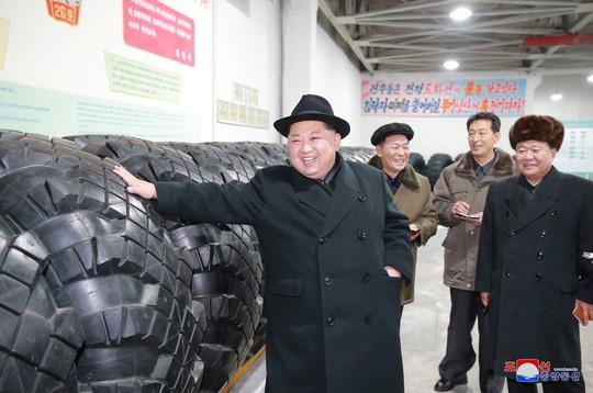 Quan chức Mỹ: Tên lửa mạnh nhất của Triều Tiên bị vỡ trên không trung - Ảnh 4.