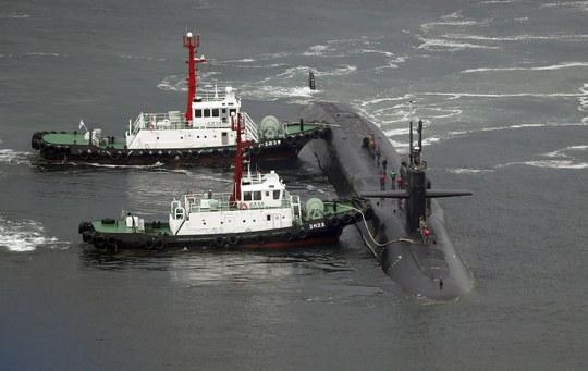 Tàu ngầm USS Michigan của Mỹ tại cảng Busan - Hàn Quốc hôm 25-4 Ảnh: AP