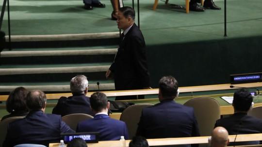 Đại sứ Triều Tiên tại Liên Hiệp Quốc (LHQ) Ja Song-nam rời đi trước khi Tổng thống Mỹ Donald Trump phát biểu. Ảnh: Reuters