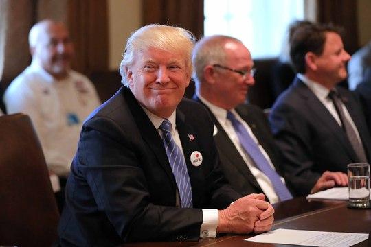 Tổng thống Donald Trump tại một cuộc họp ở Nhà Trắng ngày 23-3 Ảnh: REUTERS