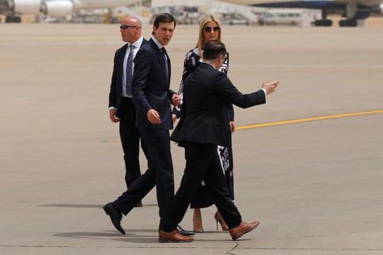 Quốc vương Ả Rập Saudi ra tận sân bay đón ông Trump - Ảnh 5.