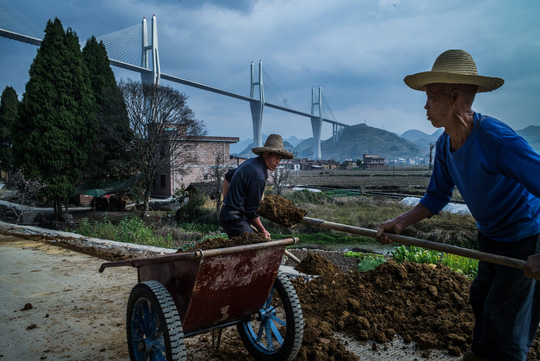 Trung Quốc: Cầu càng cao, nợ càng chồng chất - Ảnh 1.