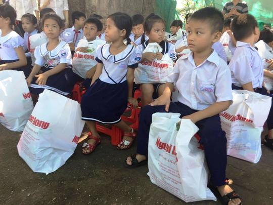 Trung thu sớm cho trẻ em biển đảo Khánh Hòa - Ảnh 4.