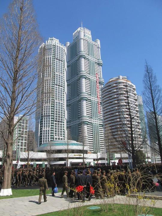 Những hình ảnh tại lễ khánh thành con đường kiểu mẫu ở Bình Nhưỡng ngày 13-4. Ảnh: Channel News Asia