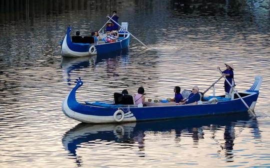 Uổng cho một tour trên bến dưới thuyền! - Ảnh 1.