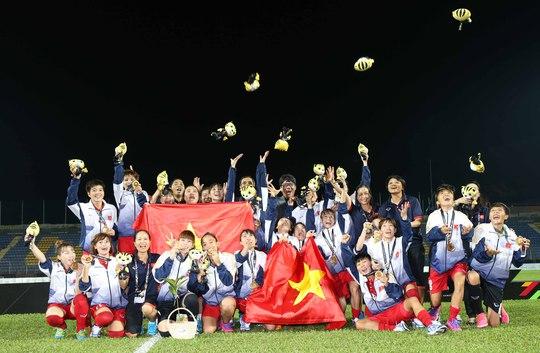 Nữ Việt Nam vô địch: Vui sao nước mắt lại trào - Ảnh 2.