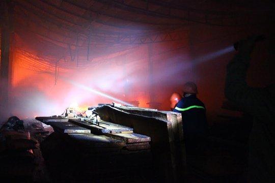 Cháy xuyên đêm ở phường Trảng Dài, TP Biên Hòa