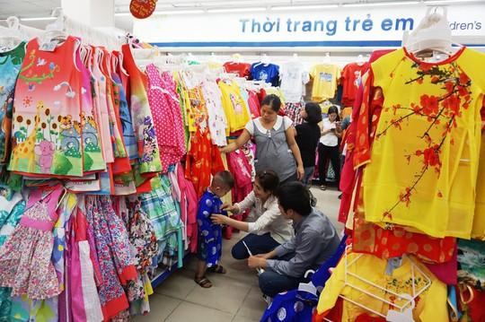 Thời trang nam nữ và trẻ em giảm giá trung bình 20% đến 30%