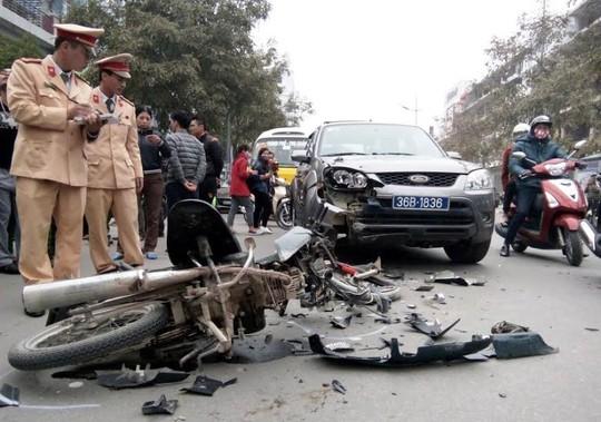 Hiện trường vụ tai nạn khiến người đàn ông đi xe máy nhập viện