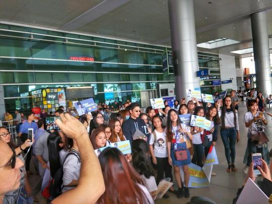 Mỹ nam Thái Lan Goft Pichaya đến TP HCM - Ảnh 2.