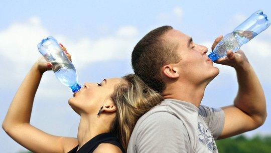Nước rất cần nhưng 8 loại nước sau thì không nên uống - Ảnh 2.