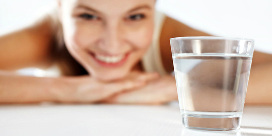Nước rất cần nhưng 8 loại nước sau thì không nên uống - Ảnh 1.