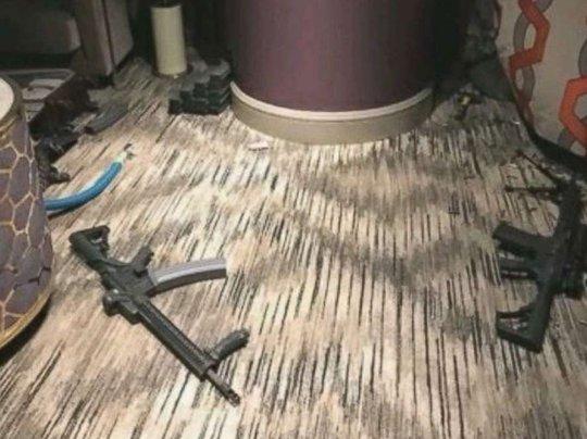 """Vụ thảm sát Las Vegas: Tội ác nhen nhóm sau tấm biển """"không làm phiền"""""""