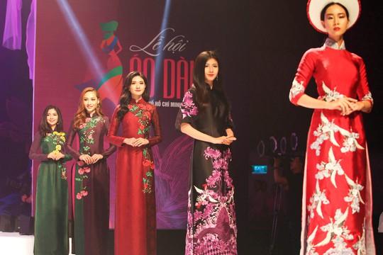Tiết mục thời trang Áo dài tại Lễ bế mạc Lễ hội Áo dài TP HCM 2017