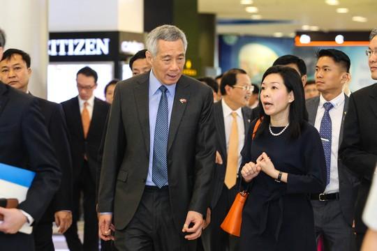 Sau khi dự lễ khai trương một tòa nhà ở quận 7, Thủ tướng Singapore Lý Hiển Long đã tham quan một vòng trung tâm thương mại SC VivoCity