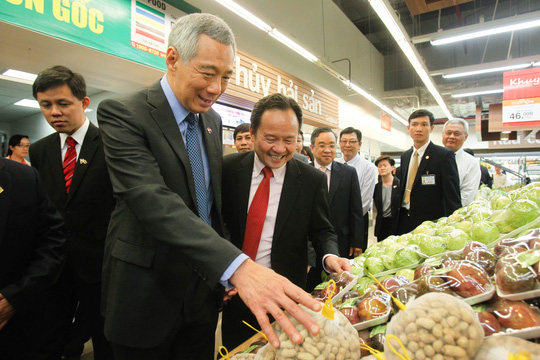 Thủ tướng Lý Hiển Long khá quan tâm đến các loại rau củ và trái cây của Việt Nam.