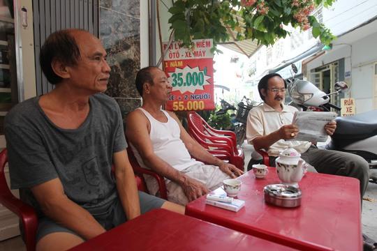 Theo chú Tư (60 tuổi): Tôi sống ở đây nhưng vẫn không nhớ được hết số nhà của mình, nhiều lúc đi làm giấy tờ phải ghi vào giấy hoặc dùng điện thoại để chụp lại số nhà