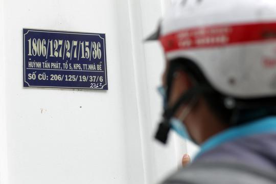 Một căn nhà trong hẻm siêu số trên đường Huỳnh Tấn Phát, khu phố 5, thị trấn Nhà Bè, huyện Nhà Bè, TP HCM với số mới có đến 5 xuyệc thay vì 4 xuyệc như số cũ.