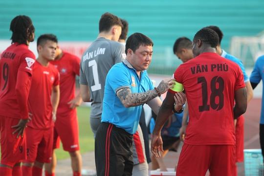 Hoà B.Bình Dương, Hải Phòng đã gián tiếp nhường ngôi đầu bảng lượt đi cho CLB Hà Nội.