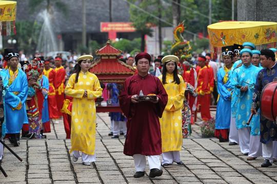 Nghi lễ rước kiệu tại đền thờ Hùng Vương ở Công viên Lịch sử văn hóa dân tộc