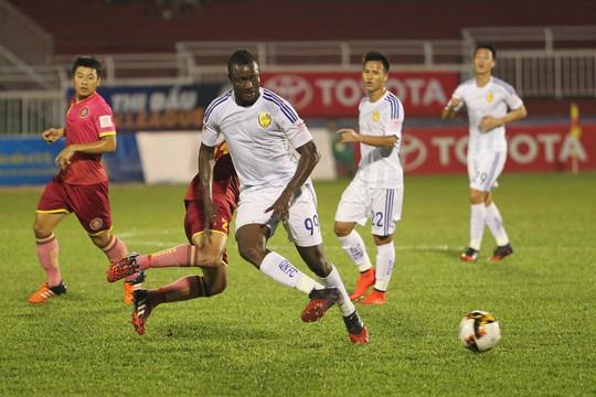 Tiền đạo nhập tịch Nguyễn Trung Đại Dương có một ngày thi đấu không may mắn khi có một pha dứt điểm trúng cột dọc