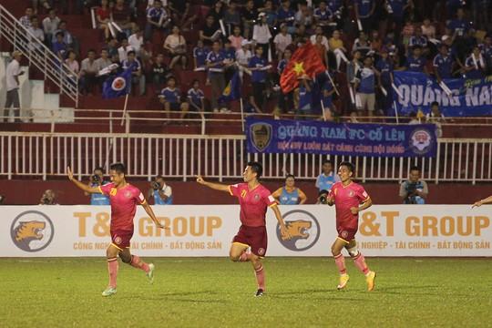 Tiền đạo vào sân thay người của CLB Sài Gòn là Nguyễn Xuân Dương (số 20) ghi bàn ấn định chiến thắng 2-1 cho đội chủ nhà Sài Gòn.