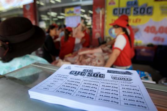 Chen nhau mua thịt heo cực rẻ 25.500 đồng/kg - Ảnh 5.