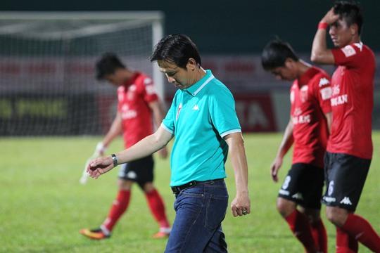 Ở triều đại mới, dưới sa bàn của Minh Phương, đội bóng xứ Tân An vẫn chưa biết mùi chiến thắng.