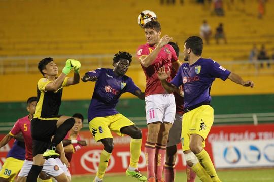 Ở trận đấu này thủ thành Nguyễn Văn Hoàng của CLB Hà Nội đã thi đấu xuất sắc khi có những pha cứu thua cho đội chủ nhà.