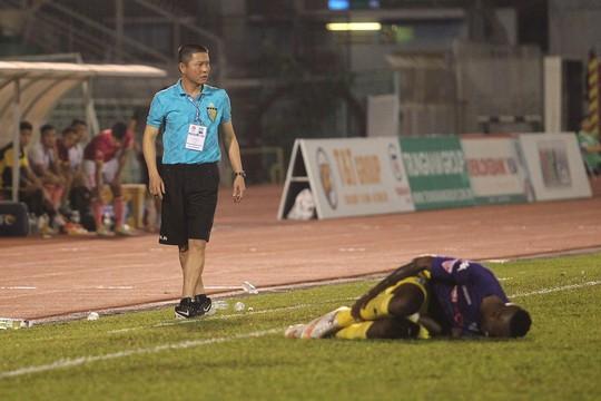 HLV Chu Đình Nghiêm cho rằng mật độ thi đấu dày và di chuyển liên tục khiến các cầu thủ CLB Hà Nội không sung sức