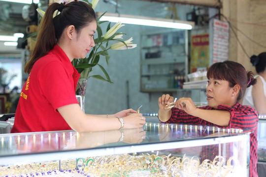 Từ thập niên 1980, tuyến phố này là trung tâm kinh doanh trang sức lớn nhất vùng đất Sài Gòn - Chợ Lớn