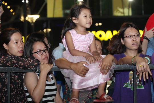 Lễ hội thu hút đông đảo ngừơi dân thành phố tham gia.