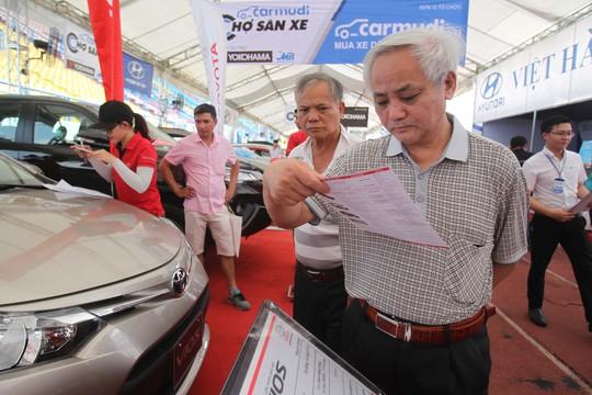 Khách tham quan có thể lựa chọn hàng trăm loại xe khác nhau, từ xe bình dân cho đến xe sang trọng thuộc đủ các thương hiệu