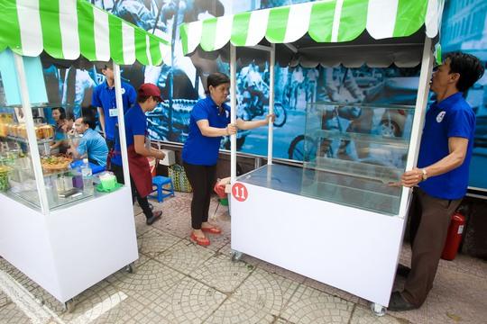 Ngắm phố hàng rong ở đường Nguyễn Văn Chiêm, quận 1 - Ảnh 14.