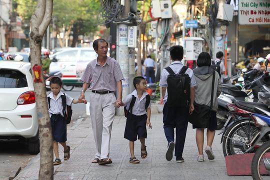 Vỉa hè trên đường Nguyễn Thái Bình, quận 1, TP HCM đã thông thoáng, người dân đi bộ thoải mái hơn Ảnh: Hoàng Triều