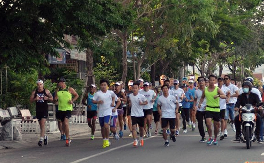 Thử sức chạy việt dã ở thành phố năng động nhất nước - Ảnh 1.