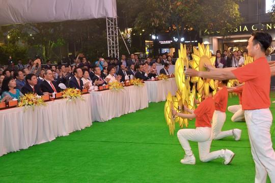 Ngắm nghệ sĩ Việt - Hàn - Nga - Campuchia lộng lẫy trên sân khấu - Ảnh 9.
