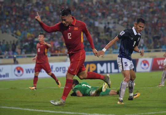 Thắng 5 sao Campuchia, Việt Nam đặt 1 chân vào VCK Asian Cup - Ảnh 15.