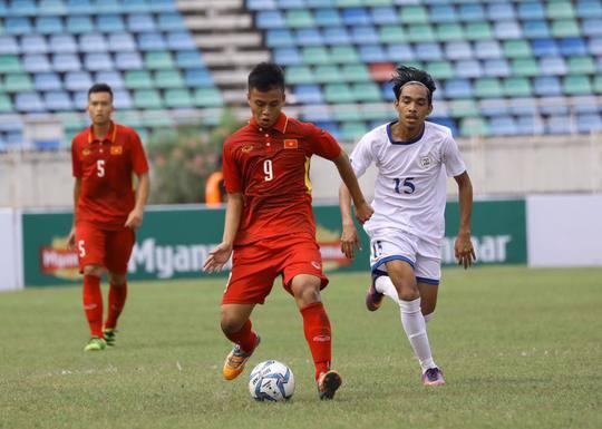 U18 Việt Nam thắng đậm Philippines, lên đầu bảng B - Ảnh 2.
