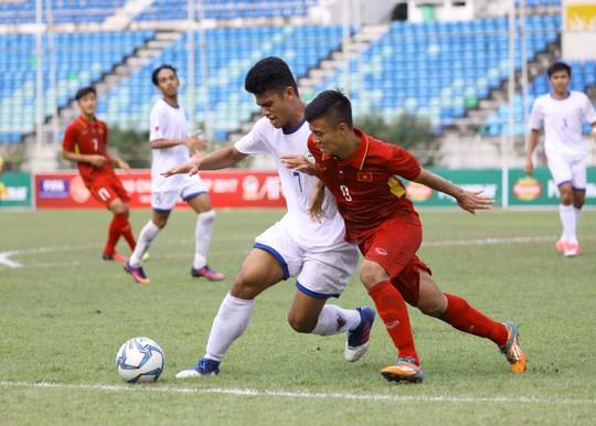 U18 Việt Nam thắng đậm Philippines, lên đầu bảng B - Ảnh 1.