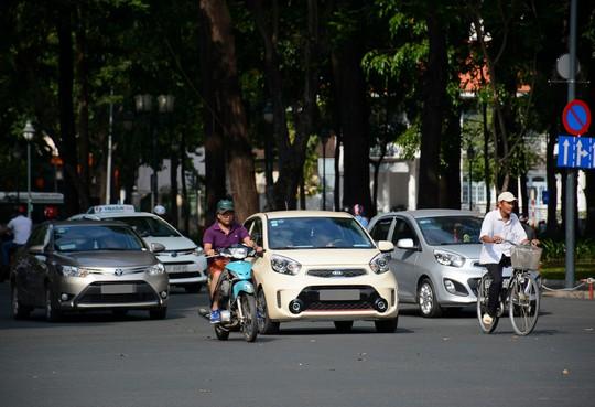 Giảm giá ô tô tại Việt Nam - cơn khát cho người trẻ - Ảnh 2.