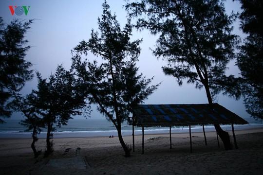 Ngắm vẻ đẹp của bãi biển hoang sơ dưới chân đèo Ngang - Ảnh 15.