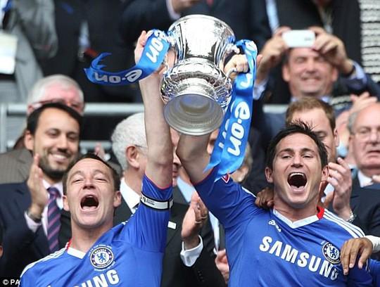 Cùng Frank Lampard trở thành hình ảnh bất từ tại sân Stamford Bridge