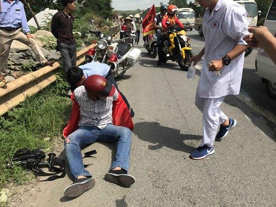 1 phóng viên bị tai nạn, phương tiện hành nghề hỏng nặng - Ảnh 4.
