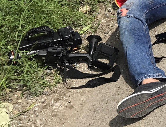 1 phóng viên bị tai nạn, phương tiện hành nghề hỏng nặng - Ảnh 3.
