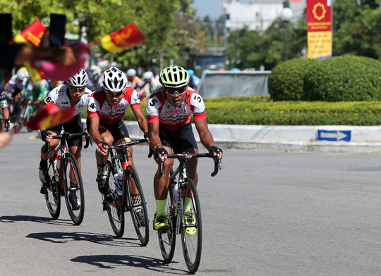 Giải Xe đạp quốc tế VTV: Anh em Duẩn - Minh về nhất - Ảnh 1.